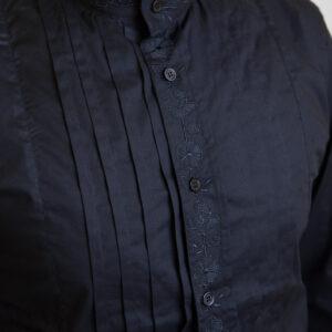 camicia-sarda-pieghe-e-ricami-nera