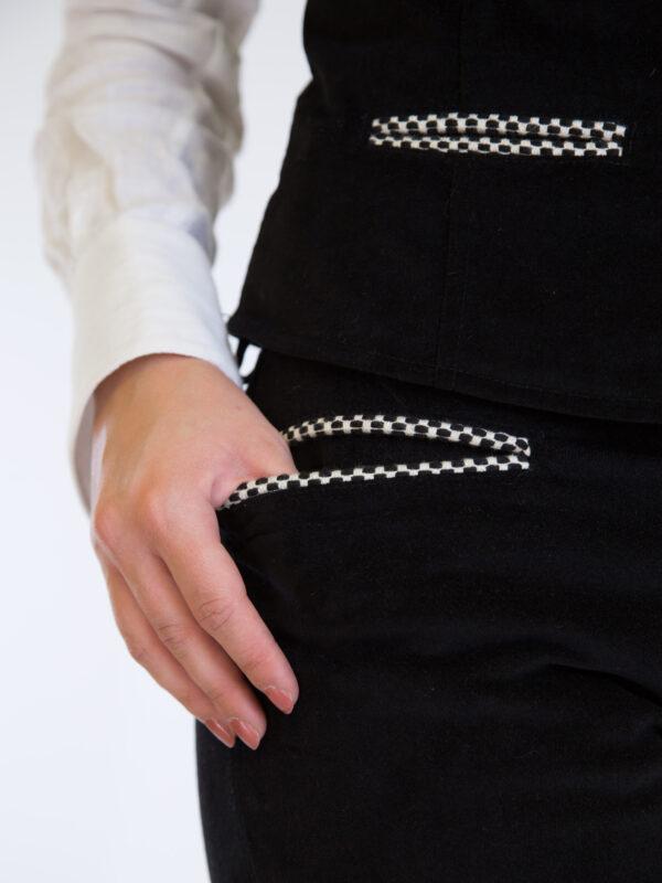 Pantalone da donna nero con tasca bertula